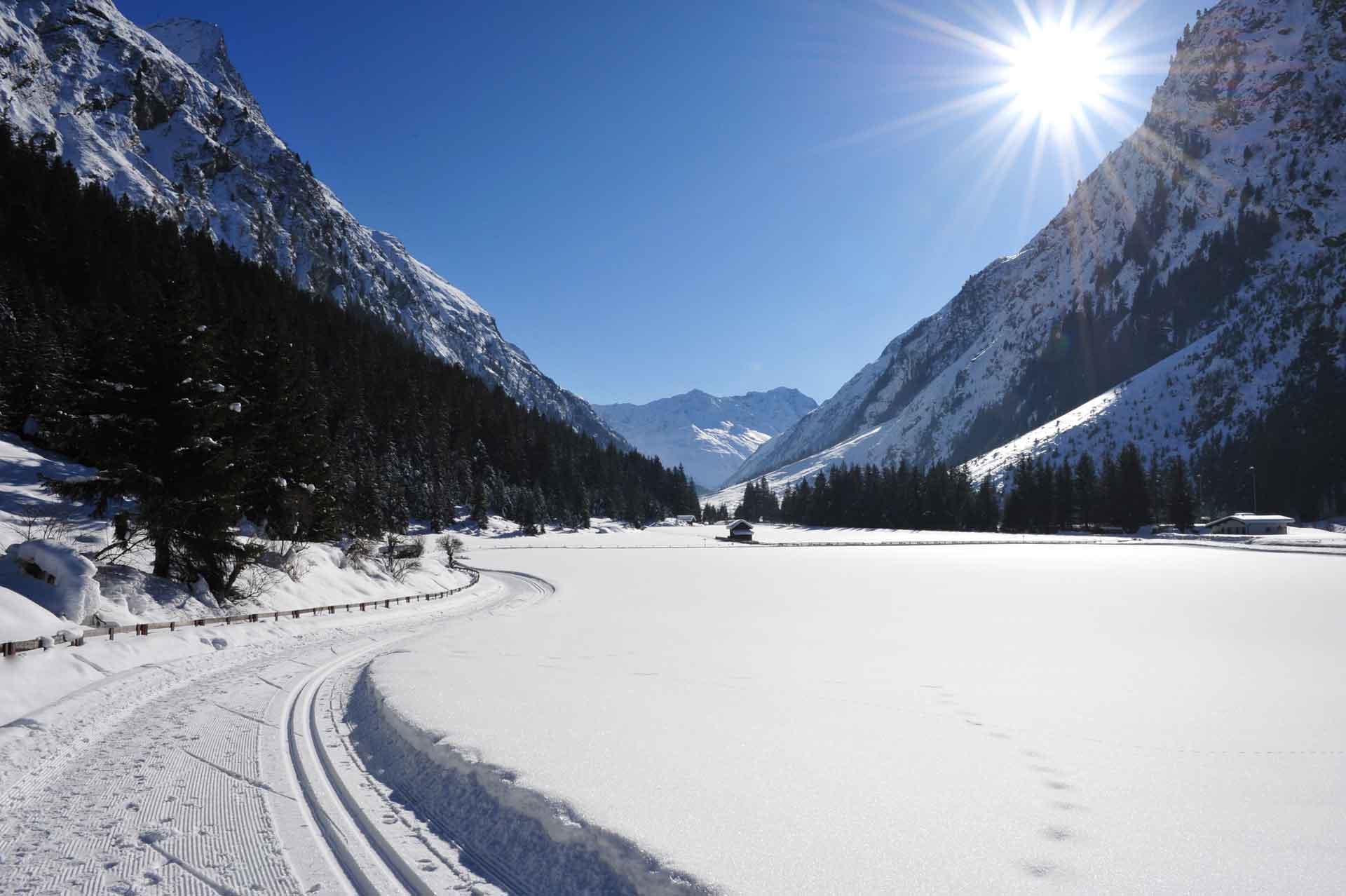 winterparadies-stillebach-mit-loipe