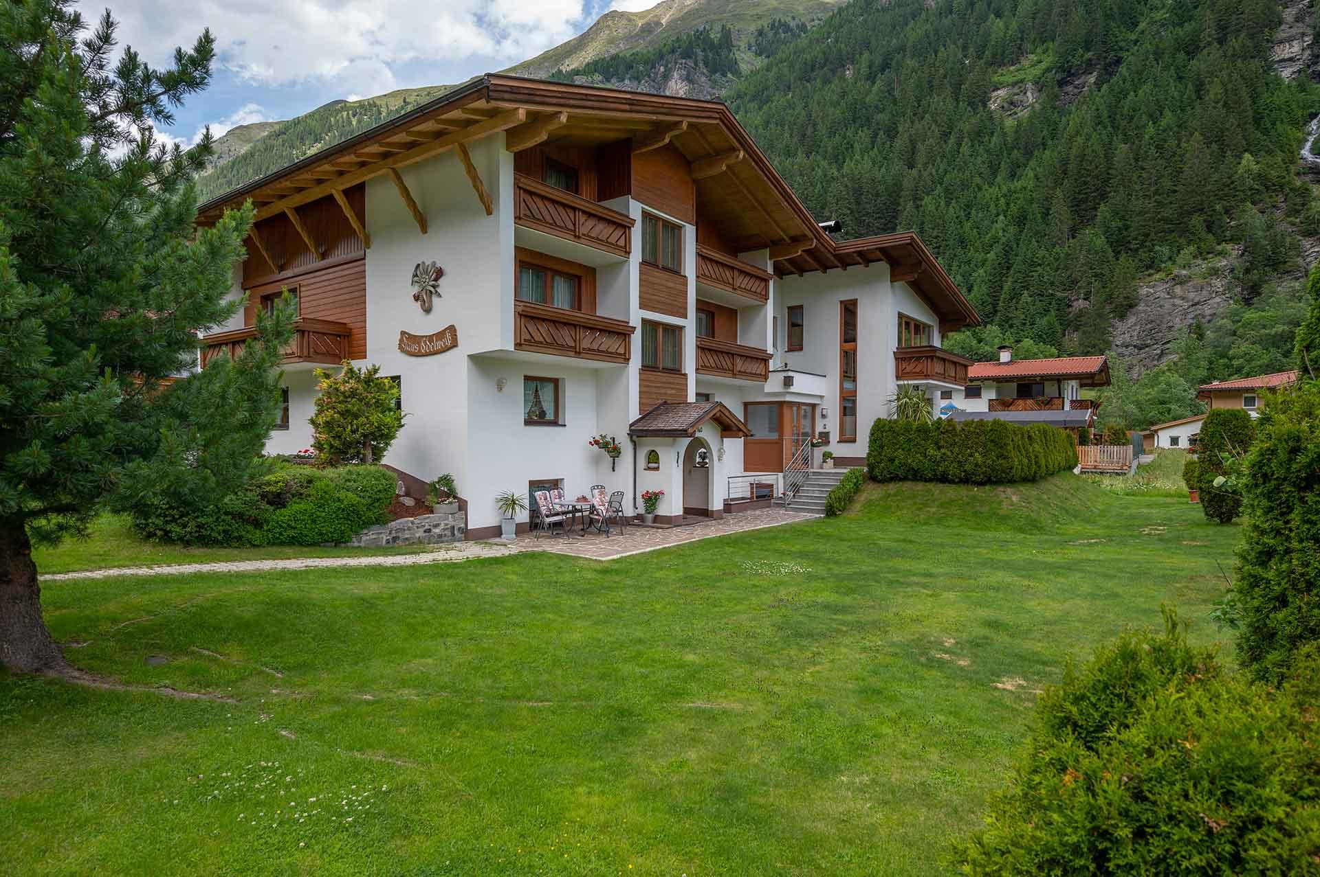 Edelweiss Hostel St. Leonhard